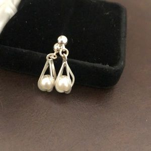Stunning silver and pearl earrings